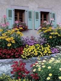 Creative DIY Patio Gardens Ideas On A Budget 37