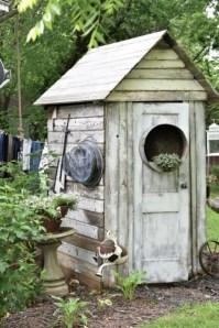 Elegant Farmhouse Garden Décor Ideas 13