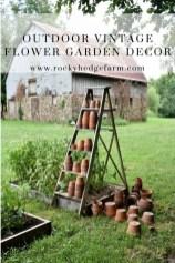 Elegant Farmhouse Garden Décor Ideas 19