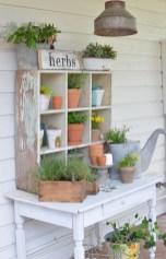 Elegant Farmhouse Garden Décor Ideas 21