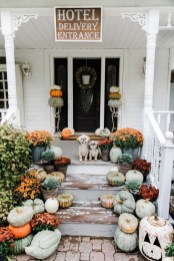 Elegant Farmhouse Garden Décor Ideas 30