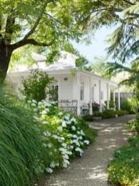 Elegant Farmhouse Garden Décor Ideas 36