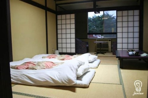 Modern But Simple Japanese Styled Bedroom Design Ideas 35
