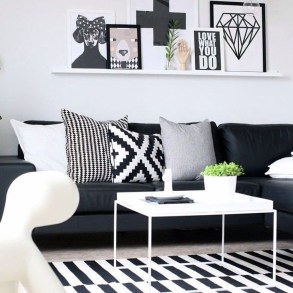 Relaxing Black And White Apartment Décor Ideas 33