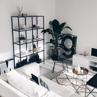 Relaxing Black And White Apartment Décor Ideas 43