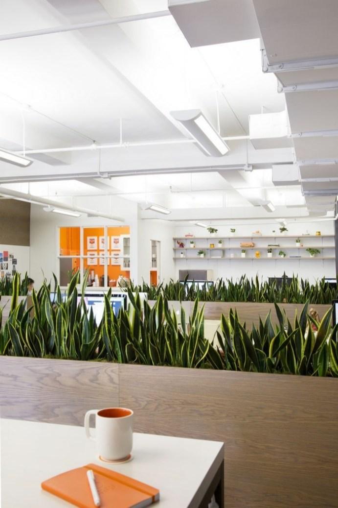 Relaxing Green Office Décor Ideas 18