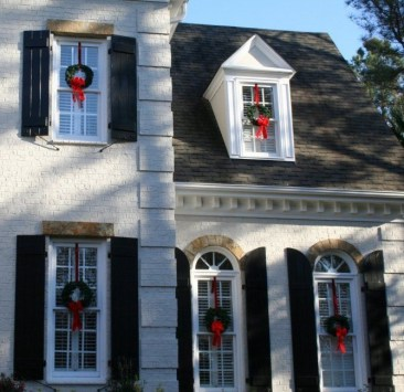 Best Ideas To Decorate Your Big Window 10