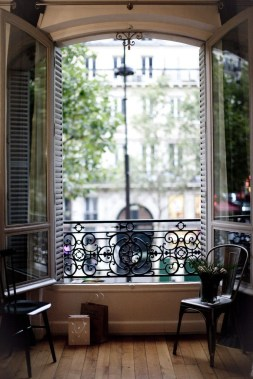 Best Ideas To Decorate Your Big Window 33