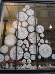 Best Ideas To Decorate Your Big Window 41