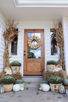 Cozy Fall Porch Farmhouse Style 31