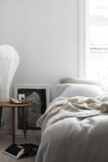 Easy Minimalist And Cozy Bedroom Decor Ideas 39
