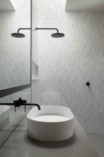 Luxury Black And White Bathroom Design Ideas 16