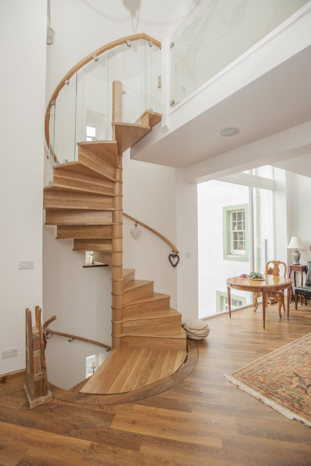 Unique Staircase Landings Featuring Creative Use Of Space 08