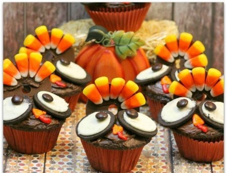 Lovely Turkey Decor For Your Thanksgiving Table Ideas 39