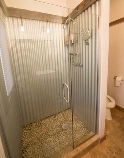 Minimalist Bathroom Winter Decoration Ideas 01