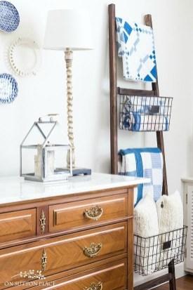 Minimalist Bathroom Winter Decoration Ideas 13