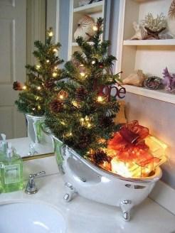 Minimalist Bathroom Winter Decoration Ideas 33