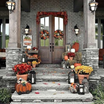 Unique Fall Front Door Decor Ideas 26