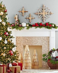 Creative Rustic Christmas Fireplace Mantel Décor Ideas 17