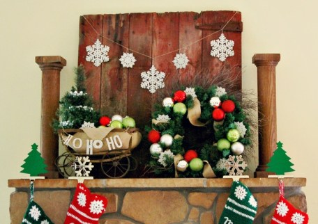 Creative Rustic Christmas Fireplace Mantel Décor Ideas 21