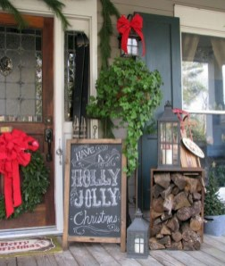 Lovely Farmhouse Christmas Porch Decor And Design Ideas 20