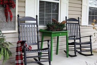 Lovely Farmhouse Christmas Porch Decor And Design Ideas 27