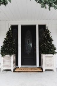 Lovely Farmhouse Christmas Porch Decor And Design Ideas 33