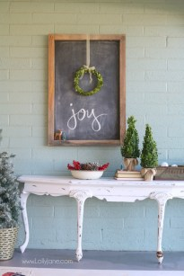 Lovely Farmhouse Christmas Porch Decor And Design Ideas 41