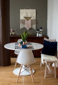 Luxurious Small Dining Room Decorating Ideas 22