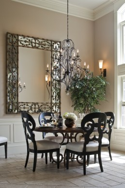 Luxurious Small Dining Room Decorating Ideas 43