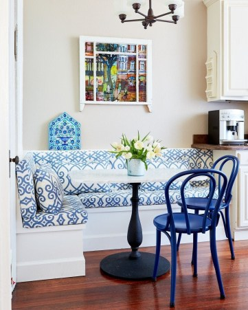 Luxurious Small Dining Room Decorating Ideas 47