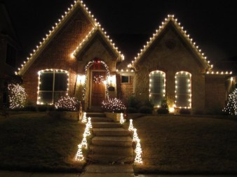 Marvelous Outdoor Lights Ideas For Christmas Decorations 11