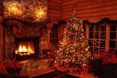Minimalist Christmas Tree Ideas For Living Room Décor 02