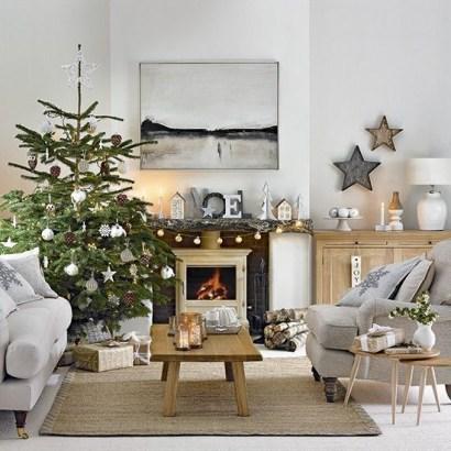 Minimalist Christmas Tree Ideas For Living Room Décor 11