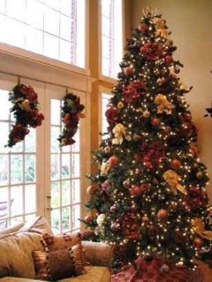 Minimalist Christmas Tree Ideas For Living Room Décor 13