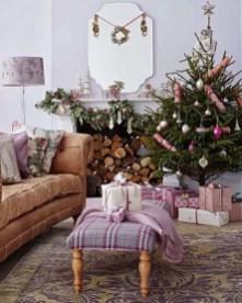 Minimalist Christmas Tree Ideas For Living Room Décor 16