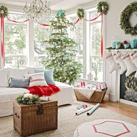 Minimalist Christmas Tree Ideas For Living Room Décor 27