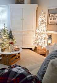 Minimalist Christmas Tree Ideas For Living Room Décor 34