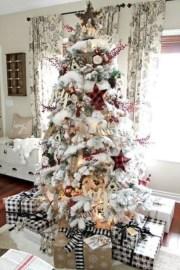 Minimalist Christmas Tree Ideas For Living Room Décor 35