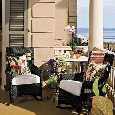 Popular Apartment Balcony For Christmas Décor Ideas 12