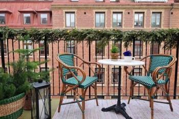 Popular Apartment Balcony For Christmas Décor Ideas 15
