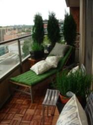 Popular Apartment Balcony For Christmas Décor Ideas 20