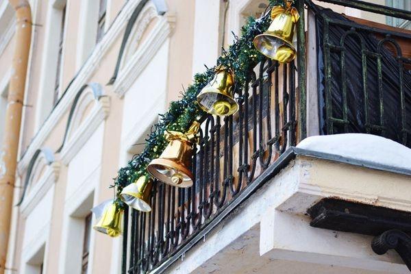 Popular Apartment Balcony For Christmas Décor Ideas 32