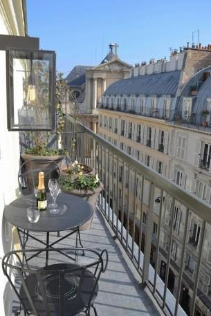 Popular Apartment Balcony For Christmas Décor Ideas 41