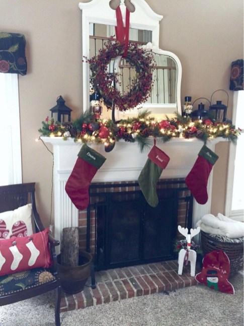 Stunning Fireplace Mantel Decor For Christmas Ideas 15
