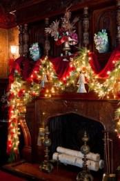 Stunning Fireplace Mantel Decor For Christmas Ideas 30