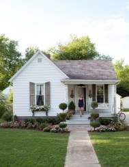 Amazing Front Porch Design Ideas For Valentines Day18