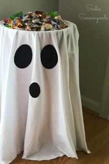 Cozy Diy Halloween Decoration Ideas39