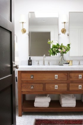 Minimalist Master Bathroom Remodel Ideas39
