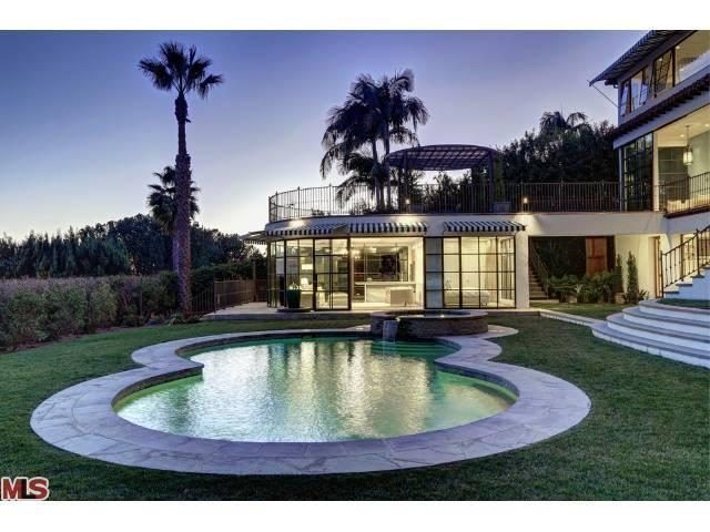 Amazing Glass Pool Design Ideas For Home41
